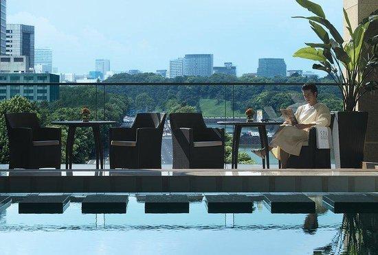 The Peninsula Tokyo: Pool Terrace