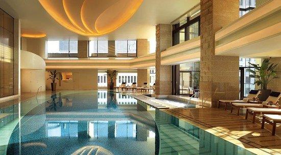 The Peninsula Tokyo: Swimming Pool