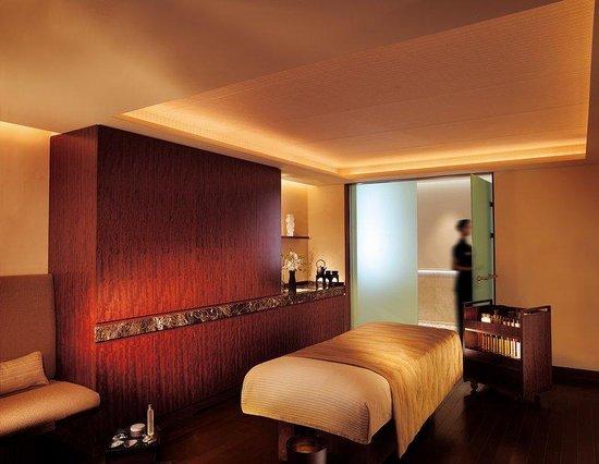 The Peninsula Tokyo: The Peninsula Spa Treatment Room