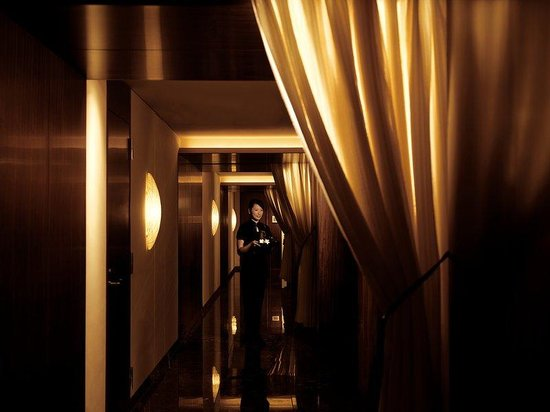 The Peninsula Tokyo: The Peninsula Spa Treatment Room Corridor