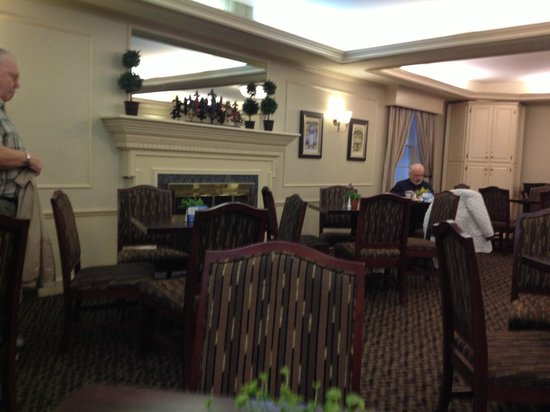 Best Western Heritage Inn:                   Very nicely appointed breakfast room