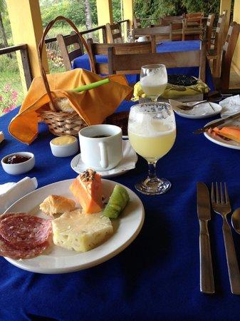 Vila Imbassai: Lovely tables set for breakfast