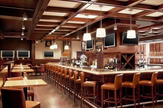 Four Points by Sheraton Victoria Gateway: Restaurant and Bar