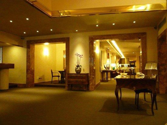 Accademia Hotel:                   Hotel Lobby