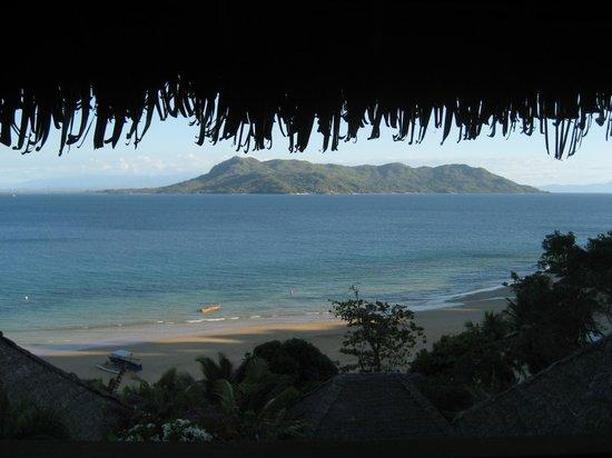 Nosy Komba Lodge:                   Vue du bungalow le plus haut