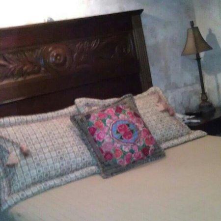 Hotel Meson de Maria:                   bed