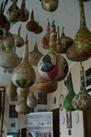 Museo della Pipa:                                     Lampadario di zucche dipinte a mano