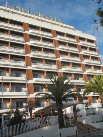 Alcazar Hotel & SPA: Entrada, con rampa de acceso