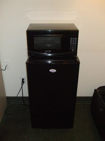 Super 8 Blanding: In-room fridge & microwave