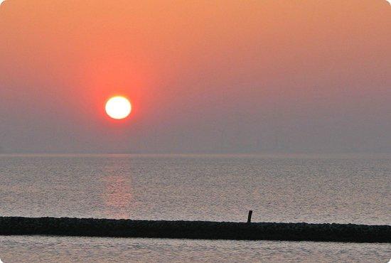 Hotel Schild: Sonnenuntergang über der Nordsee