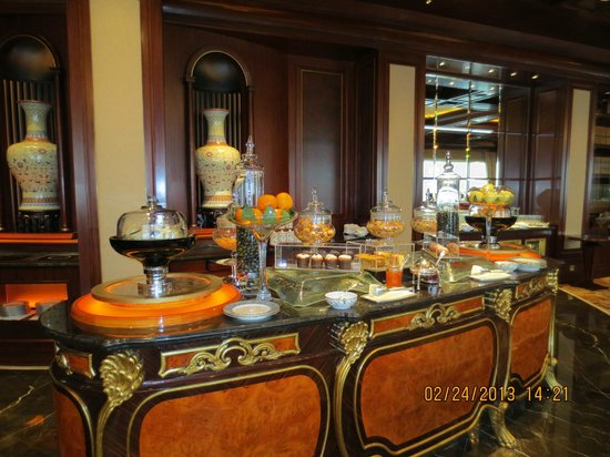 Island Shangri-La Hong Kong:                   Horizon Club - High Tea