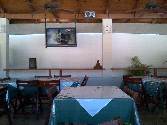 Non Solo Pizza:                   Local con sus mesas