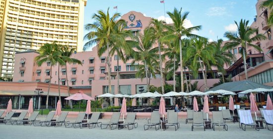 The Royal Hawaiian, a Luxury Collection Resort: Royal Hawaiian from the beach