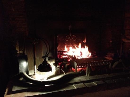 Auberge Du Lavoir: Coin cheminée