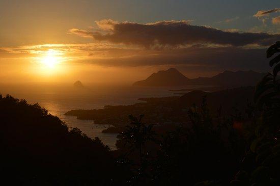 Le Marin, Martynika:                                     Coucher de soleil sur le Diamant