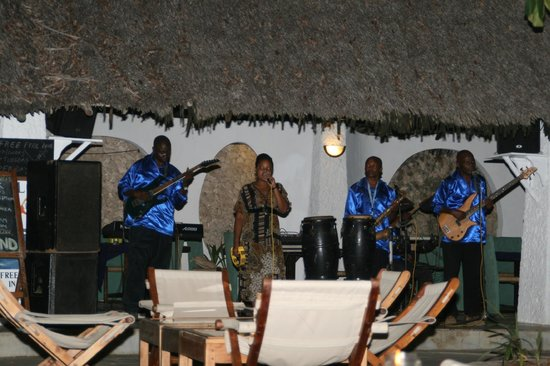 Ocean Village Club:                   Live - Band abends