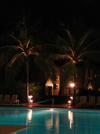 Hotel Neptune :                   en nocturne côtè piscine