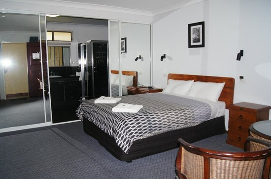 Kempsey Powerhouse Motel: modernized spa room