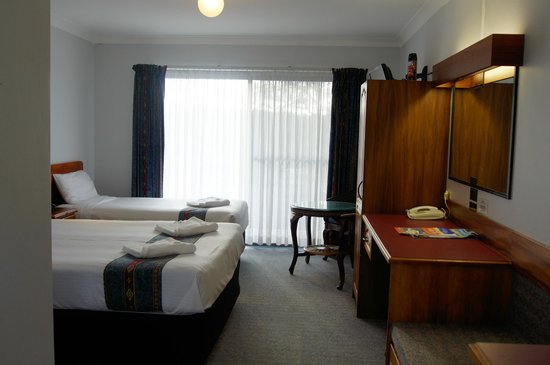 Kempsey Powerhouse Motel: modernized executive twin room