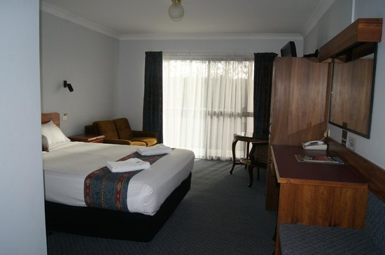 Kempsey Powerhouse Motel: modernized room 1