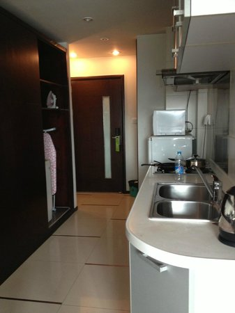 World Union Service Apartment Mosike: kitchen