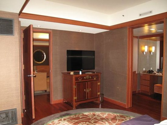 Grand InterContinental Seoul Parnas: Bedroom - dressing room to the right