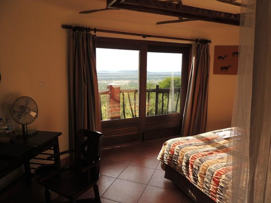 Serengeti Serena Safari Lodge: View from inside our room