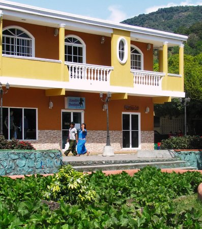 El Oasis Hotel & Restaurant: Parts of Boquete near the hotel are beautiful