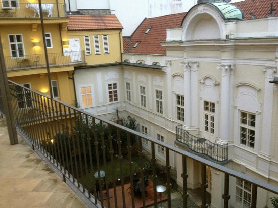 Pachtuv Palace:                   Hotel Courtyard