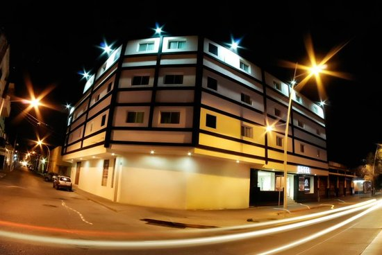 Hotel Portonovo Plaza: Exterior view at night