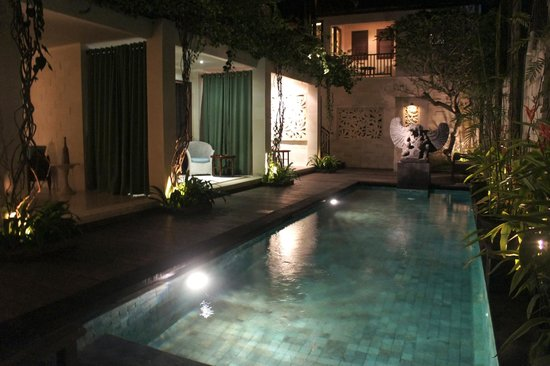 Cinta Inn:                   Pool and lower level rooms
