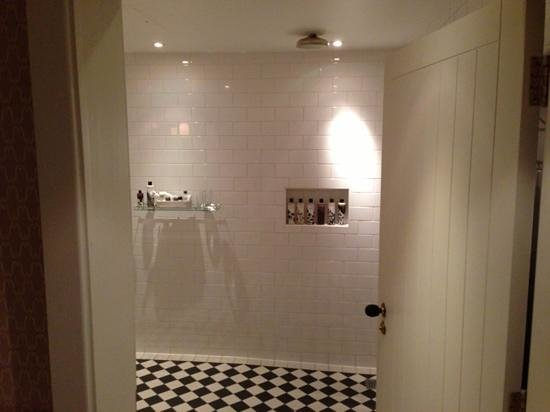 Dean Street Townhouse:                   bathroom
