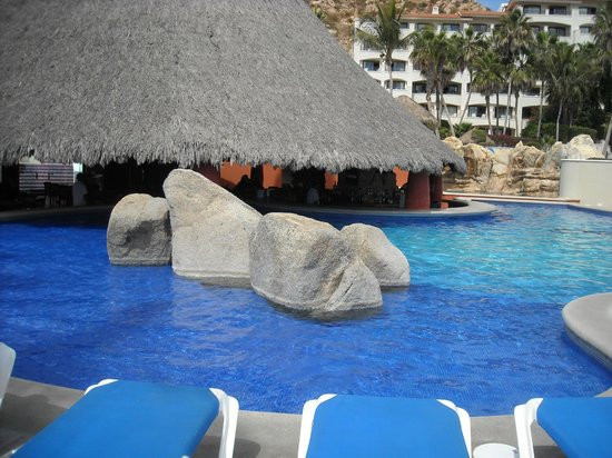 Sandos Finisterra Los Cabos:                   View from my chair of the pool and pool bar