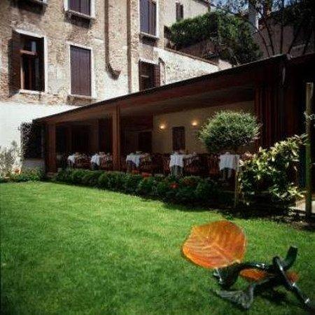 Hotel Pausania: Garden