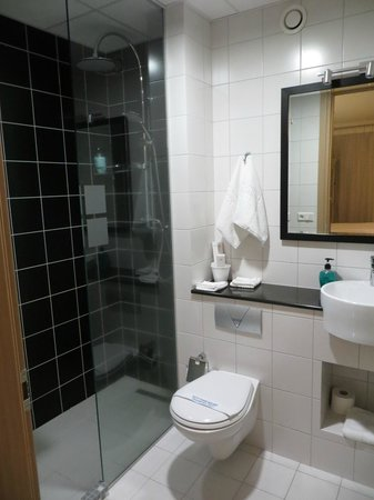 City Center Hotel: 3/4 bath - tiny but clean