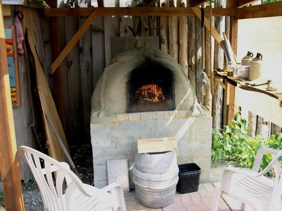 Heron's Rest Bed & Breakfast: We have a working cob oven