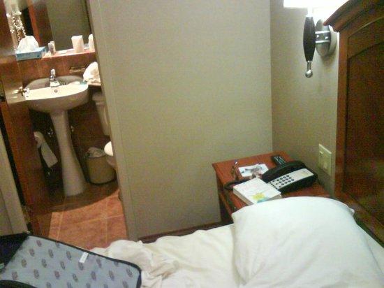 Belnord Hotel:                   bedroom
