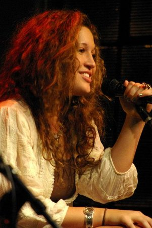 Jim Oliver's Smoke House Restaurant and Old General Store: Nicole Johnsom performs at Jim Oliver's Smoke House Monteagle Tennessee