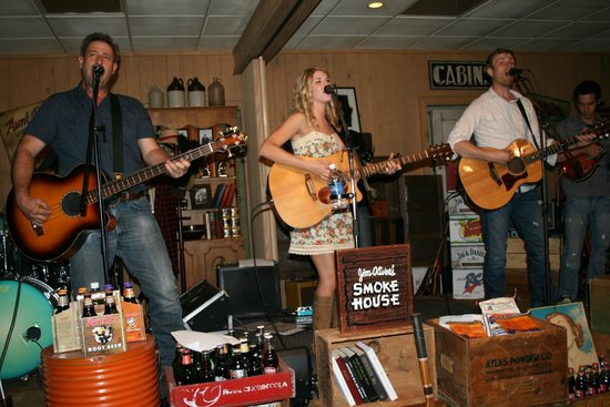 Jim Oliver's Smoke House Restaurant and Old General Store: Live Music every Friday and Saturday night