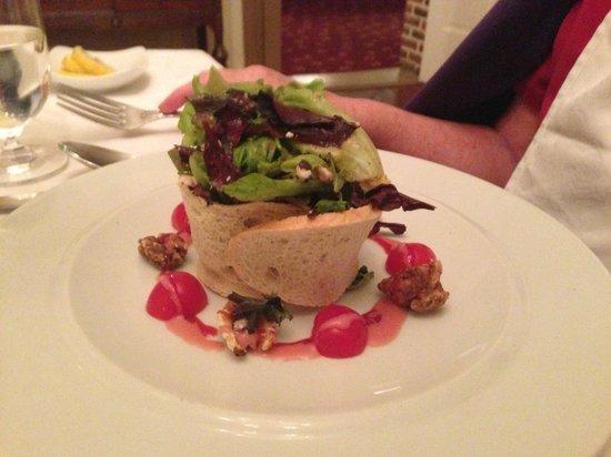 Inn at Herr Ridge Restaurant: Salad in a bread basket