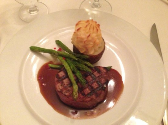 Inn at Herr Ridge Restaurant: Done to medium perfection