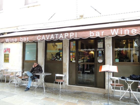 Cavatappi:                                     Bar à vin & Restaurant local