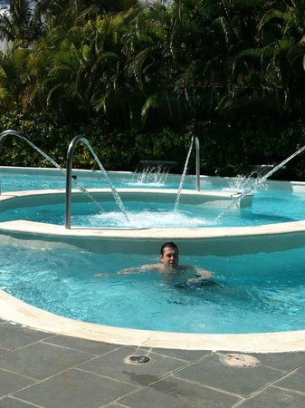 Grand Palladium Palace Resort, Spa & Casino:                   Spa pool