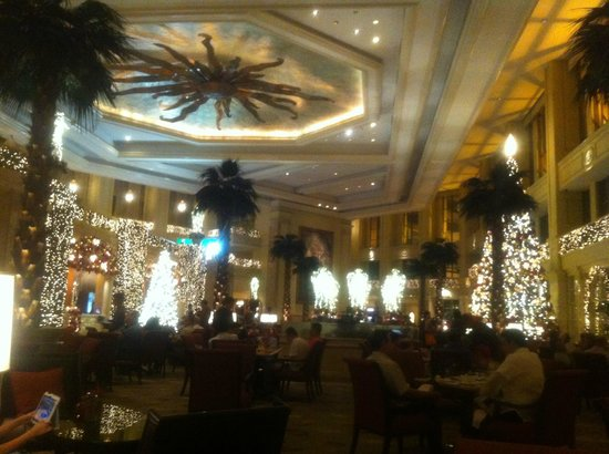 The Peninsula Manila:                   Lobby at night
