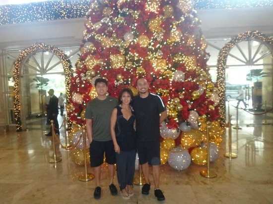The Peninsula Manila:                   Christmas tree Manila Peninsula