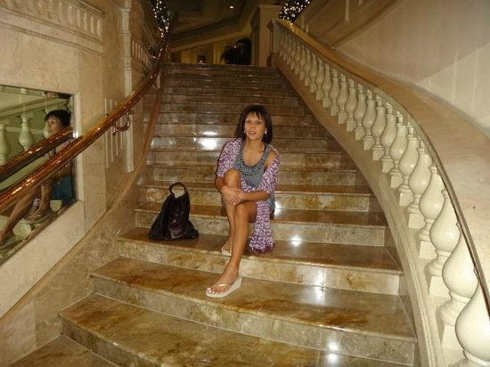 The Peninsula Manila:                   Grand staircase lobby