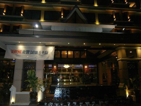 Façade hotel  the park hotel .