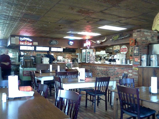 Hinze's Barbeque & Catering: Main Dining Room