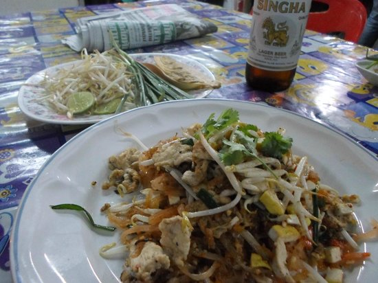 The Phoenix Hotel Bangkok: Nearby Restaurant Pad Thai