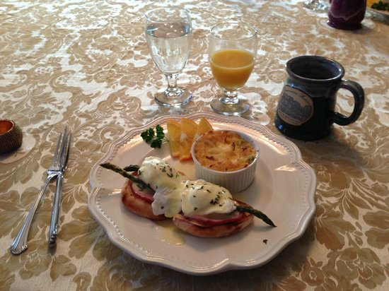 The Dansereau House:                   The included breakfast is splendid.